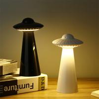 studie schreibtisch licht großhandel-UFO fliegende Untertasse geformte Schreibtischlampe USB aufgeladen Studie LED Nachtlicht Kinderzimmer Leseaugen Laternen Uni Farben 40fl E1
