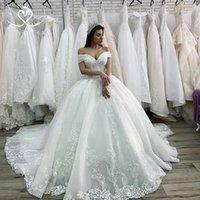 vestido de la borla del hombro al por mayor-Árabes de bola vestidos de novia vestido de encaje del hombro apliques vestido de novia con cuentas borla Tren de la catedral de encaje hasta