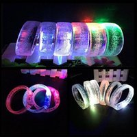 handgelenkband leuchtet großhandel-LED Spielzeug Acryl Glowing Unisex Leuchten Flash Armband Armreif Handgelenk Band Leucht Armband Für Weihnachtsfeier YH1806
