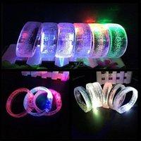 ingrosso la banda del polso si accende-LED Toys Acrilico Raggiante Unisex Light Up Flash Bracciale Bangle Wrist Band Braccialetto luminoso per la festa di Natale YH1806