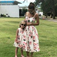 robe de maman fille achat en gros de-Famille Look Femmes Assorties Mère Et Fille Vêtements Robe Florale Sans Manches Pour Maman Et Moi Enfants Filles Maman Robes Fille
