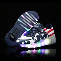 patinaje sobre ruedas al por mayor-Zapatillas de deporte con ruedas de flash LED para niños Zapatillas de deporte de patines con ruedas para niños que brillan intensamente para hombres y mujeres