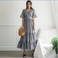 ingrosso breve abito nero scuro-Loose Vintage Dress 2019 Summer Short Flare Sleeve Scollo a V Piega che scorre Big Hem Plaid nero Maxi Dress Donna QV945
