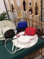 kleine pakettasche großhandel-Weibliche echtes Leder Handtasche Umhängetaschen Mode Joker Quaste kleines Brot geneigt Tasche Web Promi-Stars im gleichen Paket Designer