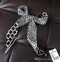 hermosas bolsas para mujeres al por mayor-2019 mujeres moda cinta bufanda de seda hermosa mezcla diseño niñas pañuelo banda para el cabello bolsa asa envuelve bufandas de cuello pequeño