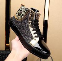 mocassins européens achat en gros de-Marque de luxe européenne métal méduse d'or mocassins en cuir incrusté de diamants hommes à talons hauts Designs Hommes Mode paillettes Paillettes Chaussures