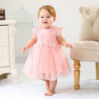 ingrosso battesimo bianco delle bambine-2019 Vintage White Baby Girl Abiti Battesimo Battesimo Abiti Flower Girl Dress Grande per la festa di compleanno di nozze Fairy Princess Bow