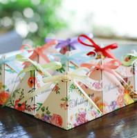 ingrosso regalo di fiore dell'ospite per il matrimonio-Regali di nozze della borsa della caramella della scatola della caramella della piramide del nastro del fiore del contenitore di regalo della scatola di nozze per gli ospiti decorazione 50pcs / lot di nozze