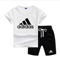 shirt markaları logosu toptan satış-Marka Logosu Lüks Tasarımcı Çocuk Giyim Setleri Yaz Bebek Giysileri Baskı Erkek Kıyafetleri için Toddler Moda T-shirt Şort Çocuk Suits