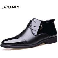botines hombre cuero negro al por mayor-JUNJARM Nuevo diseñador Hombre Botas Microfibra Hombre Invierno Zapatos Lana Interior Cálido Nieve Zapatos Hombre Negro Botines de cuero