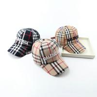 bebek çocuğu el feneri kapağı toptan satış-Mix 10 renkler bebek şapkalar Çocuklar pamuk Mektup ekose tasarımcı beyzbol şapkası erkek kız rahat Vizör Güneş Şapka Çocuk snapback kapaklar ayarı