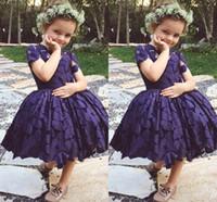 lila hülsenblumenmädchenkleider großhandel-2019 neueste knielangen spitze jewel kurzarm blume-mädchen kleid für hochzeit dark purple kurze mädchen festzug dress geburtstag tragen
