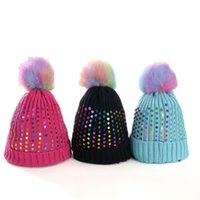 chapéus coloridos da malha venda por atacado-Inverno Beanie Chapéus Mulheres Coloridas Pompom Caps Lantejoulas Malha Hairball Cap Quente Ao Ar Livre À Prova de Vento Gorros Com Contas GGA2537