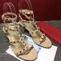 fabrik marke schuhe großhandel-Schuhe mit hohen Absätzen neue europäische Station hochwertige Markenschuhe 35-41 dicke Ferse Schuhe Fabrik Direktverkauf versandkostenfrei