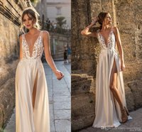 ingrosso beach wedding dresses-2019 Berta Sexy Beach Bohemian Lace Applique Abiti da sposa Profondo scollo a V High Side Split Backless Sweep Train Wedding Abiti da sposa Personalizzato