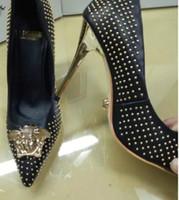 chaussures de marque femmes chaussures de luxe achat en gros de-Femmes pompes Classique Sexy discothèque rivet diamant en forme de talon haut En Cuir Véritable De Luxe Célèbre Mode Marque Dames Ins Banquet Chaussures