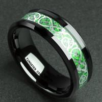 schwarze kohlenstofffaserringe großhandel-Herrschsüchtig Mann Ring Rot Grün Kohlefaser Schwarz Dragon Inlay Comfort Fit Edelstahl Ringe für Männer Hochzeit Band Ring