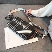 sacos de tecido coreano venda por atacado-Fábrica de atacado das mulheres da marca bolsa estilo ocidental cheque peito bag coreano esportes de lazer tecido de pelúcia saco de cintura personalidade inverno messenge