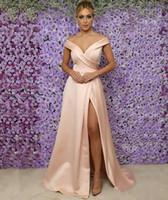 vestidos de novia madre se ruborizan al por mayor-2019 Sexy Blush Pink Una línea de vestidos de madre de la novia fuera del hombro Cuello en v Satén Alto Frontal Dividido Longitud del piso Boda Vestidos de noche