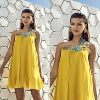 vestidos de novia amarillo madre corto al por mayor-2019 Carla Ruiz madre amarilla de vestidos de novia de gasa flores florales en 3D vestido de invitado Invitación corto madre de vestidos de novio más tamaño