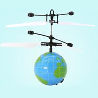 ingrosso elicottero giocattolo elettronico-Luce luminosa Compleanno Elicottero LED Lampeggiante Induzione ABS Flying Ball Toy Fantasia Regali per bambini Sensore elettronico levitato