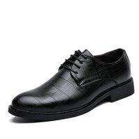 sapatos coreanos venda por atacado-Homens sapatos de couro Coréia Moda Masculina Loafers confortáveis Pointed Toe Calçados Negócios Black Men Sapatos macios