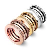 bagues strass or jaune achat en gros de-Anneaux de strass à parois multiples élastiques en titane de luxe en acier inoxydable, or jaune / or rose / couleurs de métal argenté, bijoux de mariage