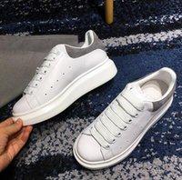sapatos para mulheres venda por atacado-Barato Designer de Luxo Das Mulheres Dos Homens Tênis Sapatilhas Sapatos Casuais Low Top Couro Sneakers cestas pour femmes Sapato Andando Sports Formadores