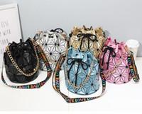 bolsos de retazos geométricos al por mayor-bolsas de marca famosa de las mujeres de bolso femenino geométrico bolsos de tela escocesa de la cadena del hombro Crossbody láser con cordón de depósito de equipaje Diamond Bag Drop envío