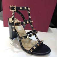 cinturones gruesos sandalias al por mayor-¡Entrega gratis! Sandalias de primavera y verano 2008 Zapatos de moda para mujer Sandalias de tacón grueso Caja de cinturón de color de 8 colores