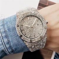 роскошный бриллиант с бриллиантами оптовых-2019 Luxury Fashion мужские часы Rhinestone Diamond Designer Высококачественные кварцевые часы мужские мужские часы из черного золота военные Reloj Regarder
