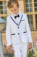 erkekler için beyaz ceket smokesi toptan satış-Üç parça Beyaz Çocuk Örgün Düğün Blazers Çentikli Yaka Little Boy Suit Çocuklar Düğün / Balo Düğün Smokin (ceket + pantolon + yelek) Suits