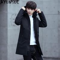 korean moda uzun ceket erkek toptan satış-AYUNSUE Kore Ördek Aşağı Ceket Erkekler Kış Uzun Caot Erkekler Artı Boyutu Öğrencileri için Moda Kapüşonlu Ceket Parka Abrigo Hombre KJ571