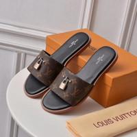 yazlık jöle ayakkabıları toptan satış-Newast Brandes terlik Kadın moda tasarımcısı Deri alt sandalet yaz 3D baskı desen Rahat ayakkabılar Jöle Ile kilit daireler çevirme