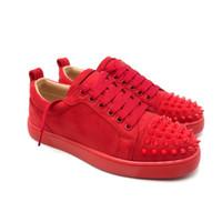zapatos de boda de cuero amarillo al por mayor-2019 Zapatillas de diseñador de moda Zapatos de vestir de fiesta de corte bajo Spike Zapatillas de deporte de fondo rojo Zapatos de boda de fiesta de lujo Zapatos ocasionales de cuero genuino