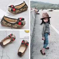 chaussures coréennes taille achat en gros de-Nouveau style filles filles chaussures pour enfants style décontracté Designer enfants coréen couture modèle de couture chaussures pour bébés garçons taille 21-34. Livraison gratuite