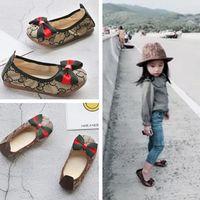 zapatos de diseño coreano al por mayor-Nuevos zapatos de las niñas de la moda Diseñador de los niños de los niños Zapatos de estilo casual Zapatos de costura coreanos para bebés talla 26-34 Envío gratis