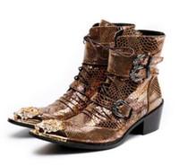 zapatos planos puntiagudos marrones al por mayor-2019 Zapatos de cuero marrón de los hombres Botas de tobillo de otoño Zapatillas de punta de metal en punta zapatos de boda hombres de la bota de hombres pisos