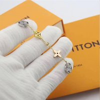 damen gold armband großhandel-Exquisite Handwerkskunst, Top Titan Stahl Klee Frau Armband, Mädchen Mode Fälschung, klassische Mode Damen Armband
