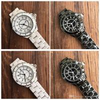 kadınlar için siyah saatler toptan satış-Lüks SıCAK Lady Beyaz / Siyah Seramik Saatler Kadınlar Için Yüksek Kalite Kuvars Saatı Moda Zarif Kadınlar