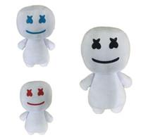 muñecas de cine al por mayor-DJ Marshmello Plush Doll 25cm Headset Película de dibujos animados lindo Muñeca rellena para niños Regalos para niños Artículos de novedad OOA6690