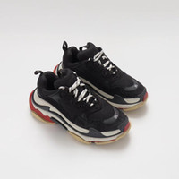 calzado deportivo casual para hombre al por mayor-Balenciaga Triple S Sneaker Zapatillas de deporte baratas de moda de Paris 17FW Triple S Triple-S Casual Dad Zapatos de diseñador para hombre para mujer Beige Negro Zapatillas deportivas baratas