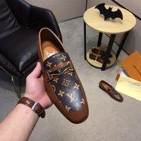 zapatos de vestir altos de color marrón de los hombres al por mayor-Mejores 8 Modelos de zapatos de lujo Diseñador Nueva marca Hombre Zapatos de vestir Alta calidad superior de cuero Suela de goma de doble densidad Oxford Negro Marrón