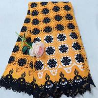 ingrosso pizzo nero del guipure nero del tessuto-Tessuto africano del merletto di alta qualità 2018 Nuovo disegno tessuto guipure africano del merletto giallo + nero tessuto di pizzo guipure nigeriano NBD03
