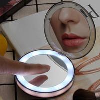 función de iluminación al por mayor-Multi-función de luz LED Mini espejo de maquillaje 3 veces lupa viaje portátil inducción iluminación mano bolsillo maquillaje espejo
