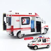 ingrosso auto scorrevoli giocattolo-1:32 City Diecast Ambulanza Giocattolo di Emergenza Giocattolo Modello di Luce Scorrevole Porta Aperta Ambulancia Oyuncak Giocattoli Educativi Per Bambini Per I Bambini J190525