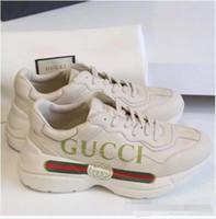sapatas de caminhada baixas dos homens venda por atacado-Designer de moda Mens walking Shoes G Esporte Run Shoes Para Homens Mulheres Low Cut Casual Caminhadas Sapatos G Unisex Zapatillas Rhyton Sneakers 36-44