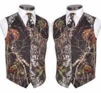 ingrosso set di nozze per gli uomini-2019 Gilet Camo modesto su misura Gilet da sposa rustico Tronco d'albero Foglie Primavera Camouflage Slim Fit Gilet da uomo Set 2 pezzi (Gilet + Cravatta)