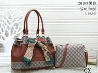 moda clássica elegante venda por atacado-Bolsa das mulheres clássicas pequenas séries de moda hot mom Lady saco de cadeia elegante em massa mulher corrugada bolsa de Ombro bolsa de Couro bolsas A09