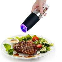 перец электрический оптовых-Автоматическая электрическая мельница для перца LED Light Salt Pepper Шлифовальная бутылка Бесплатная кухня Приправа Grind Tool Автоматические мельницы CCA11854 12шт